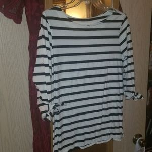 Old Navy top with bow sleeves